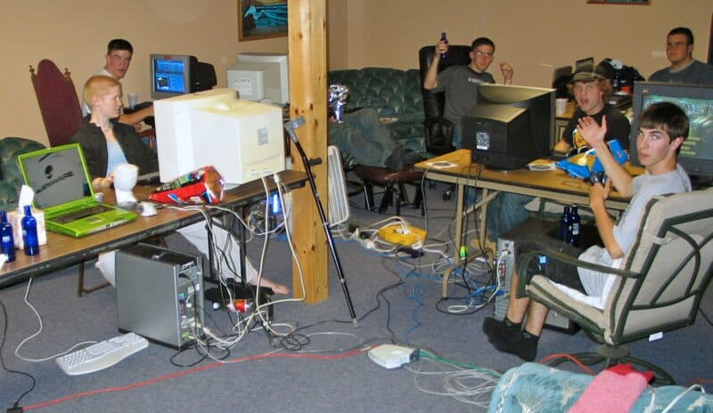 A Lan Party with wires everywhere