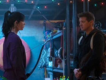 Hawkeye-Marvel-Disney-Entertainment-Weekly-Official
